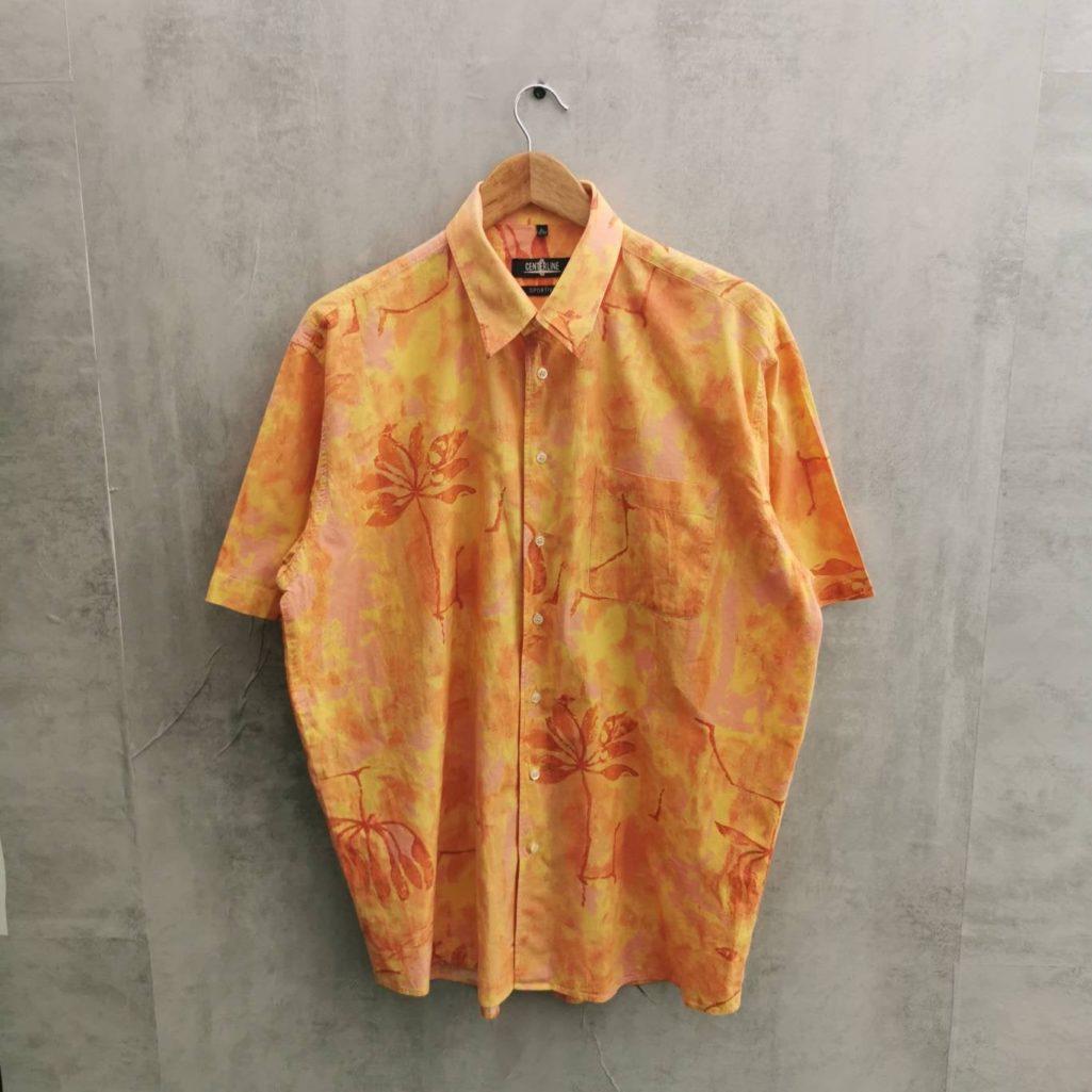 Sommerliches Herren Vintage Hemd mit Blumen in orange