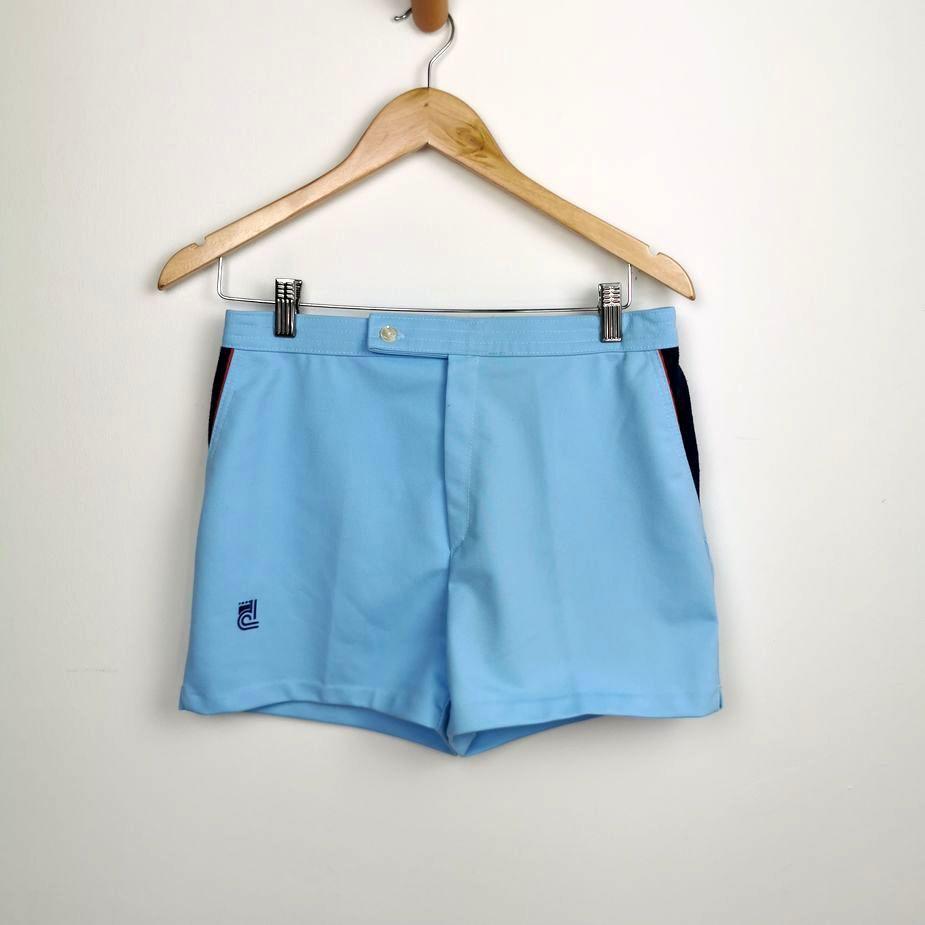 hellblaue-herren-vintage-tennis-shorts